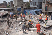 KATHMANDU, NEPAL - MAY 1, 2015: soldiers with debris of building — Stock Photo
