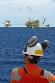 Oil worker and oil rig — Stock Photo