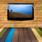 Moderno Lcd con foto sulla parete di pietra — Foto Stock