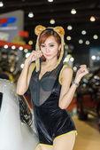 Niet-geïdentificeerde model tentoongesteld in Bangkok International Auto Salon 2015. — Stockfoto