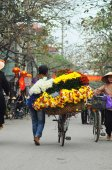 Vietnam florist vendor in a small market at February 02, 2013 in Hanoi, Vietnam. — Stock Photo