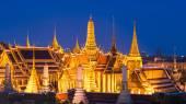 Temple of the Emerald Buddha at twilight in Bangkok, Thailand — Stock Photo