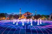 Zmierzch razem scena Ayasofya lub Hagia Sophia, były prawosławny patriarchalnej bazyliki, później Meczet, a obecnie Muzeum w Stambule, Turcja — Zdjęcie stockowe