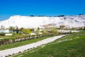 """Natural travertine pools and terraces at Pamukkale ,Turkey. Pamukkale, meaning """"cotton castle"""" in Turkish — Stock Photo"""