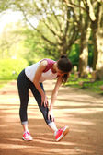 Sportive girl exercising outdoor in summer park — Stock Photo