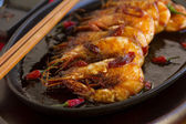 Delicious Asian sizzling chilli shrimps — Stock Photo