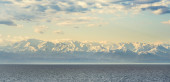 Snow-capped peaks of the Caucasus on  Black Sea — Stock Photo