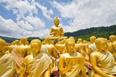Thai Golden Buddha Statue. Buddha Statue in Thailand — Stock Photo