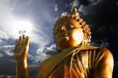 Statue de Bouddha doré thaïlandais. statue de Bouddha en Thaïlande — Photo