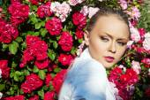 Beauty woman with bunch flowers. Professional Makeup and hairsty — Foto de Stock