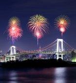 Fireworks celebrating over Tokyo Rainbow Bridge at Night — Stock Photo