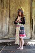 Traditionally dressed Mhong hill tribe woman pay respect — Stock Photo