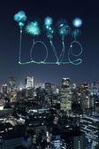 Aşk ışıltı Fireworks Tokyo cityscape üzerinde gece kutluyor — Stok fotoğraf