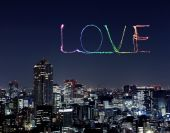 Love sparkle Fireworks celebrating over Tokyo cityscape at night — Stock Photo