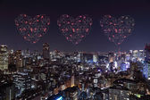 Heart sparkle Fireworks celebrating over Tokyo cityscape at nigh — Стоковое фото