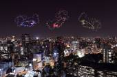 Heart sparkle Fireworks celebrating over Tokyo cityscape at nigh — Foto de Stock