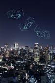 Brilho de fogos de artifício celebrando ao longo da paisagem urbana de Tóquio no próximo do coração — Fotografia Stock