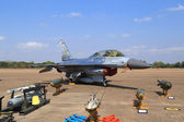 F-16 show on children's Day at Korat Wing 1 Royal Thai Airforce — Stock Photo