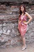 Mujer en vestido tradicional tailandés — Foto de Stock