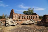 Wat Khudeedao, the ruin of a Buddhist temple in the Ayutthaya hi — Stock Photo