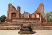 Ubosot (Ordination Hall) at Wat Mahaeyong, the ruin of a Buddhis — Stock Photo