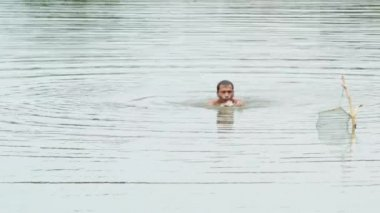 BANGKOK, THAILAND - June 09, 2014 : Freshwater fisherman Are fishing in natural bodies of water at Bangkok, Thailand — Stock Video
