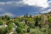 A large rain cloud looming over the city of San Quirico d 'Orcia — Stock Photo