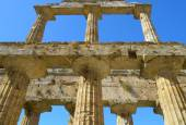 Details the greek temple of Cecere - Paestum Italy — Stock Photo