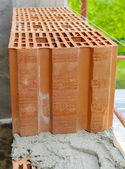 Block poroton placed on a bed grout on a bricklayer — Stock Photo