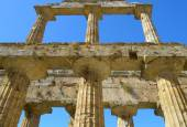 Detail Greek temple of Neptune - Paestum Italy — Stock Photo