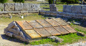 Box grave consisting of five calcareous plates in Paestum, Italy, — Stock Photo