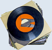A pile of 45 RPM vinyl records used and dirty even if in good condition — Stock Photo