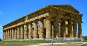 Stately greek temple of Neptune - Paestum, Italy — Stock Photo