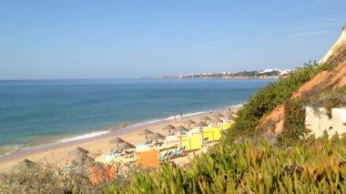 Algarve beach scenario (Praia da Falesia - Albufeira), Portugal — Stock Video