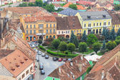 SIGHISOARA, ROMANIA - JULY 17: Aerial view of Old Town in Sighisoara, major tourist attraction on July 17, 2014. City in which was born Vlad Tepes, Dracula — Foto de Stock