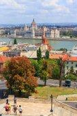 Hongrie, budapest-24 juillet : une vue à budapest le 24 juillet 2014. budapest est l'un des plus visités par le capital de touristes en europe — Photo