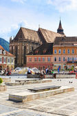 BRASOV, ROMANIA - JULY 15: Council Square on July 15, 2014 in Brasov, Romania. Brasov is known for its Old Town, which is a major tourist attraction includes the Black Church, Council Square and medie — 图库照片
