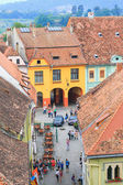 SIGHISOARA, ROMANIA - JULY 17: Aerial view of Old Town in Sighisoara, major tourist attraction on July 17, 2014. City in which was born Vlad Tepes, Dracula — 图库照片