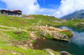 BALEA LAKE, ROMANIA - JULY 21: Unidentified tourists enjoy the sights of Balea Lake at 2,034 m altitude on July 21, 2014 in  Fagaras Mountains, Romania.  — Stock Photo