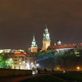 KRAKOW, POLAND - October  11, 2014: Night view of Royal Wawel castle. Krakow is most famous city to visit in Poland.  — Stock fotografie