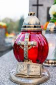Candles in the cemetery — Stock Photo
