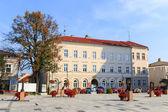 バドビツェ、ポーランド - 2014 年 9 月 7 日: バドビツェの市内中心部を観光客が訪れます。バドビツェ教皇ヨハネの誕生の場であるパウロ 2 世 — ストック写真
