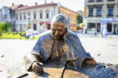 Wadowice, Poland - September 07, 2014: Sculpture of Pope John Paul II in the city center of Wadowice, the place of birth of Pope John Paul II — Stock Photo
