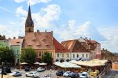 Sibiu, Romania - July 19, 2014: Old Town Square in the historical center of Sibiu was built in the 14th century, Romania — Stock fotografie