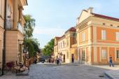 Wadowice, Poland - September 07, 2014: Tourists visit the city center of Wadowice. Wadowice is the place of birth of Pope John Paul II — Foto de Stock