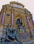 嵌合体雕像在丹圣米歇尔,巴黎,法国. — 图库照片