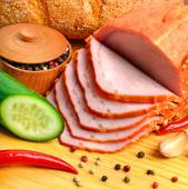 Sliced meat ham with cucumber, raw champignon mushrooms, red pep — Stock Photo