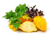 Yellow Squash Pattypan with different lettuce, water-cress, spin — Stock Photo
