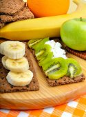 Healthy eating. Fresh fruit and dry loaves on a wooden backgroun — Foto de Stock