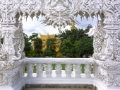 Wat Rong Khun, Architectural Details of Entrance. — Stock Photo